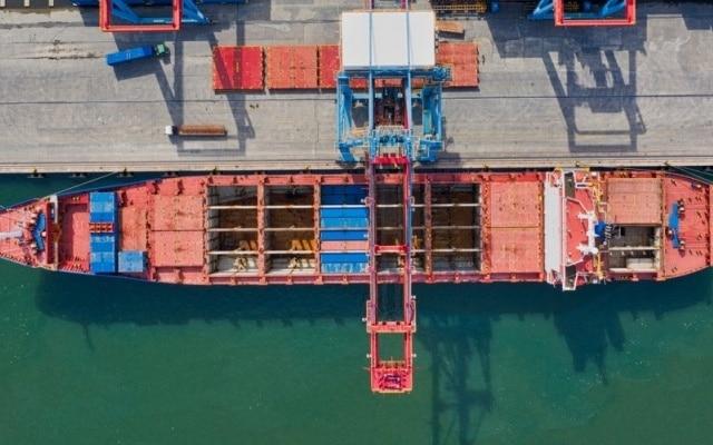 Jasa ekspedisi via laut dengan tarif hemat, waktu pengiriman mengikuti jadwal kapal tercepat
