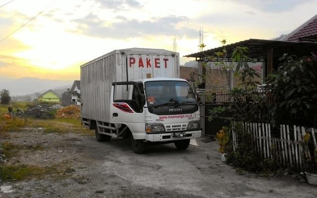 Jasa pengiriman barang via darat dengan tarif murah, bergaransi, tepat waktu dan pasti sampai.